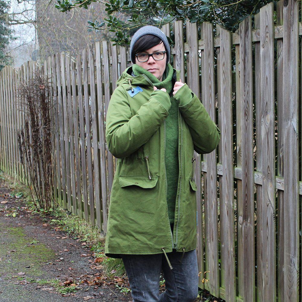 Der gefütterte Mantel mit Schwalbenschwanz im Parka Stil hält dich an kalten Tagen schön warm.